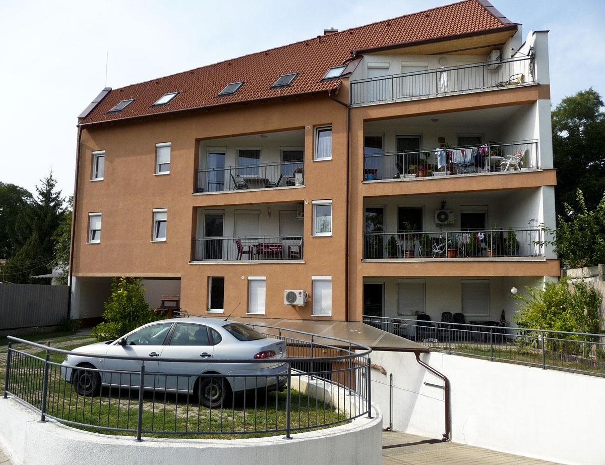 Debrecenben a Honvéd utca 62.